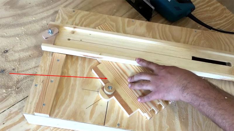 Теперь следует проверить угломер, помогающий в изготовлении обналички