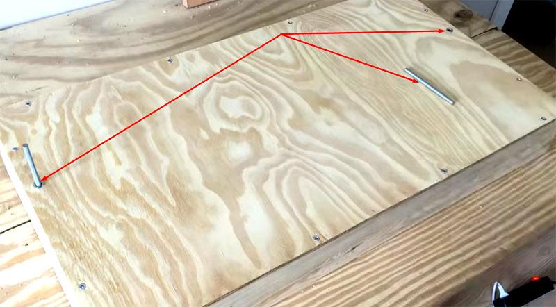 Шпильки можно приобрести или самостоятельно нарезать резьбу на катанке нужного диаметра