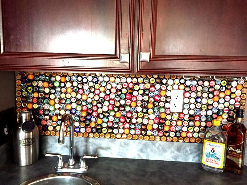 Старайтесь надёжно прикрепить все крышки, чтобы они не падали после того, как вы повесите фартук на кухне