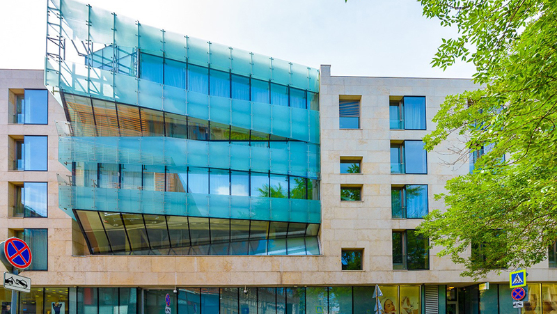 Каждый из четырёх домов комплекса выделяется уникальной архитектурой