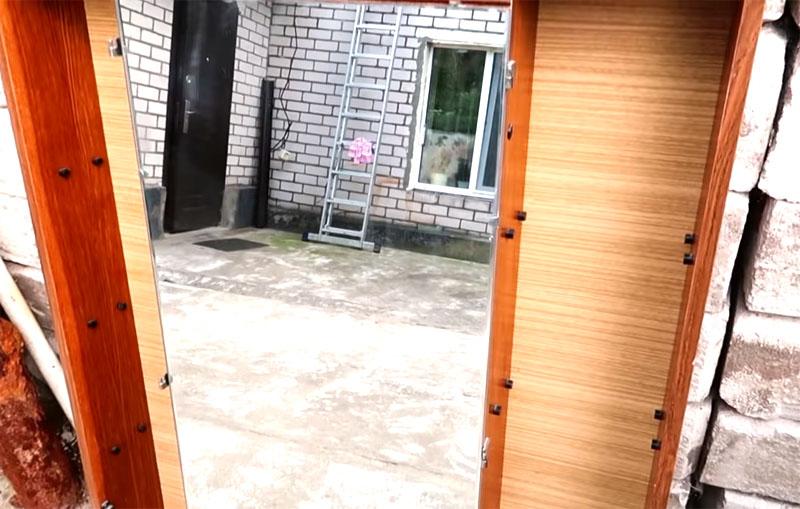 Шкаф с зеркалом в прихожую