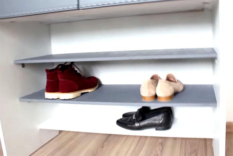 Нижнее отделение для обуви, над которым расположены выдвижные ящички