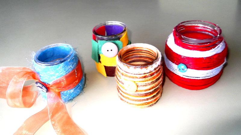 Для украшения банки или бутылки используйте искусственные цветы, пуговицы, ракушки, еловые шишки или другие предметы декора, которые найдёте у себя дома