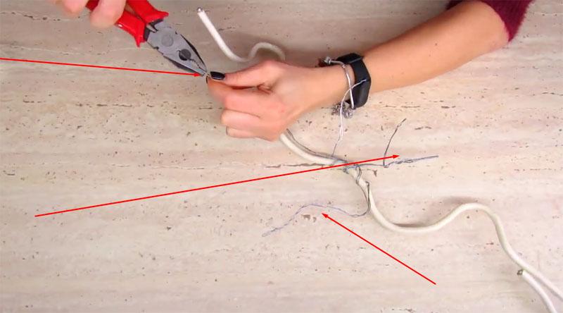 Отростки легко сделать из тонкого алюминия при помощи плоскогубцев