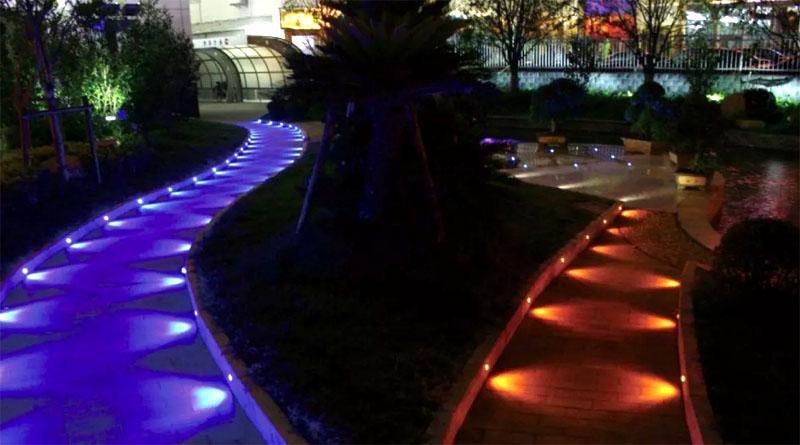 Настоящая сказка: неяркая подсветка садовых дорожек в двух цветах
