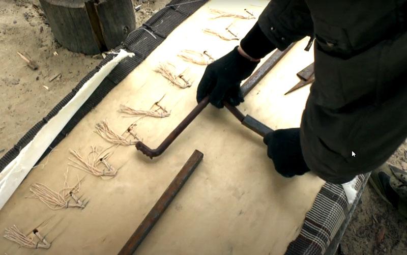 Вместо треугольников можно использовать т-образные детали, которые будут вставляться и ввариваться в трубы