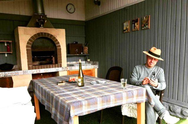 Реальный пацан и в жизни: скромный домик Антона Богданова из сериала «Реальные пацаны»