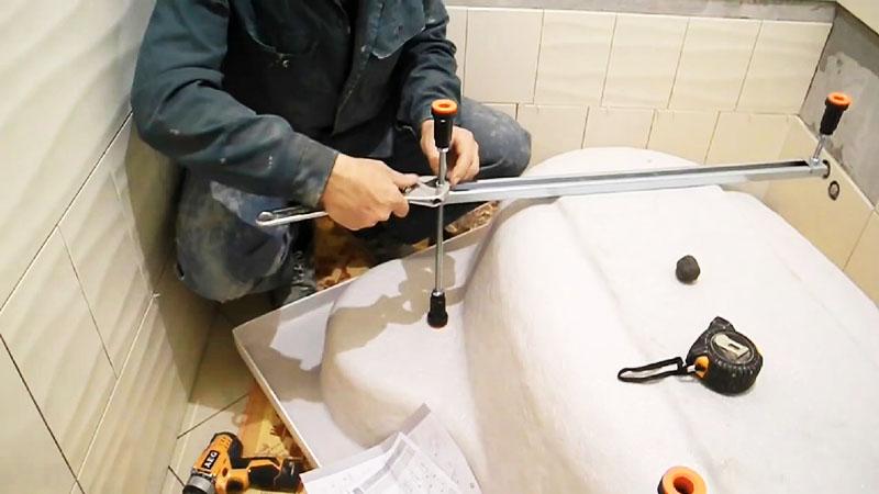 Ножки на ванну можно легко установить самостоятельно