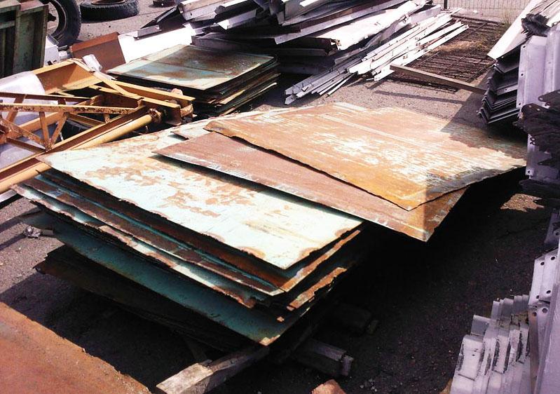 Можно взять лист старого, бывшего в употреблении металла
