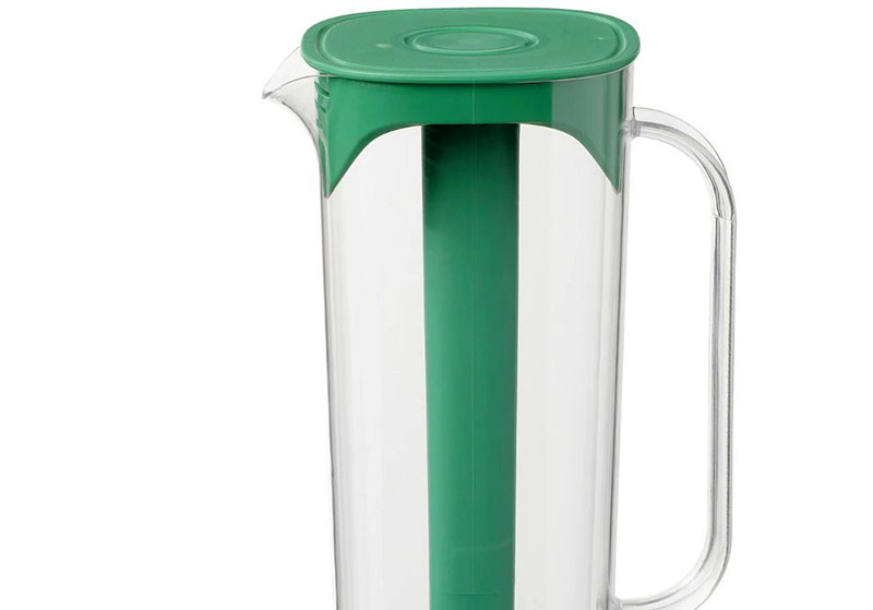 Внушительный кувшин подойдет для хранения прохладительных напитков, сока или кваса