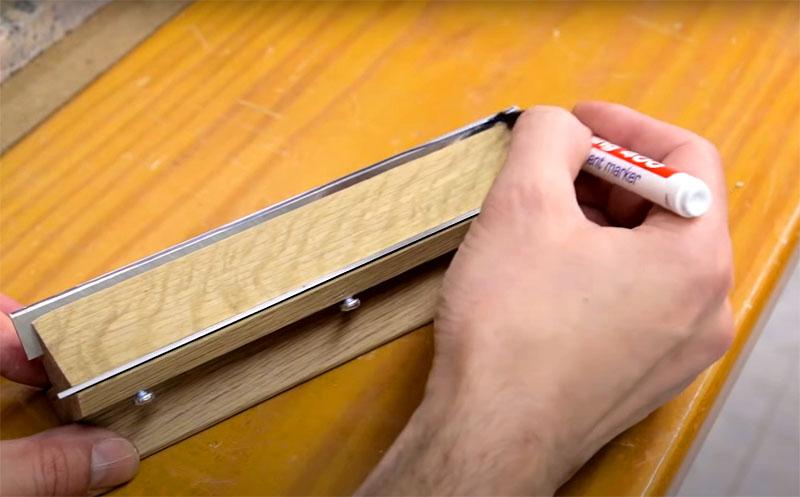 Прежде чем точить ножи, нанесите на кромку лезвия краску маркером и по истиранию этой краски вы сразу увидите, насколько правильно идет заточка