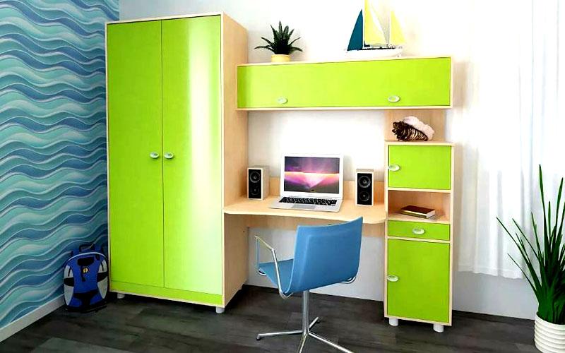 Письменные столы с тумбами и шкафами, изготовленные из ЛДСП
