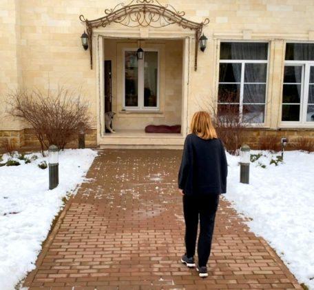 В таком доме хоть год на карантине: шикарная вилла Ольги Орловой