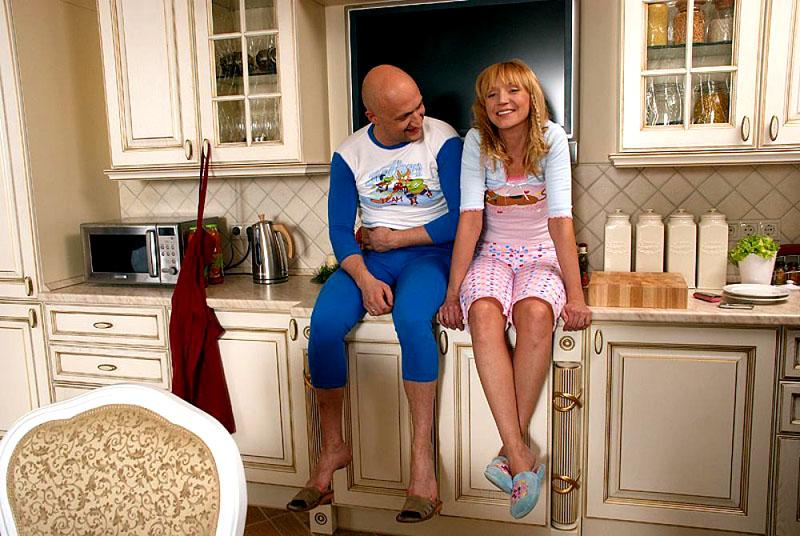 Именно на этой столешнице сидели главные герои кинофильма «Любовь-морковь»