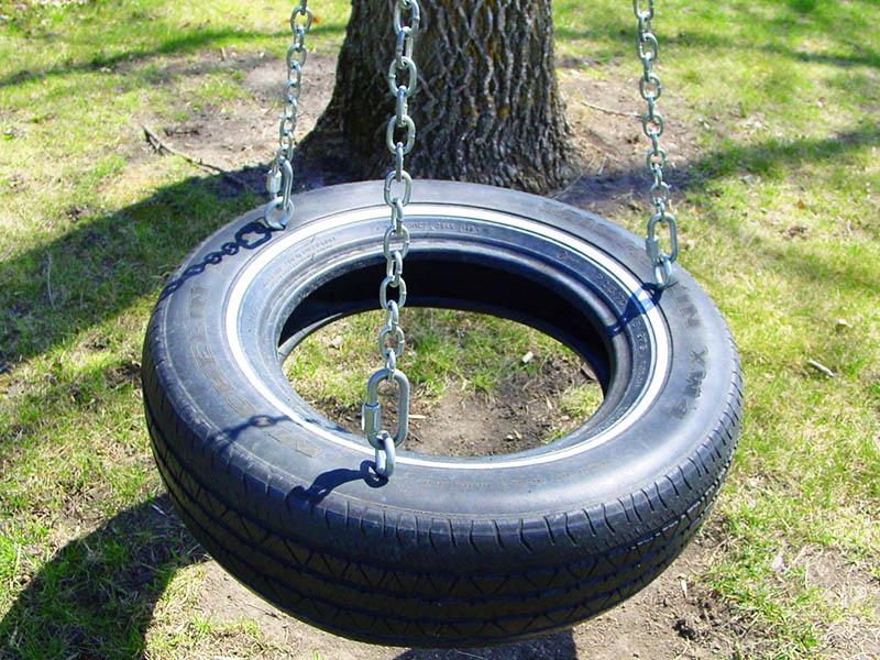 Закрепите цепи внутри колеса и тщательно заделайте отверстие