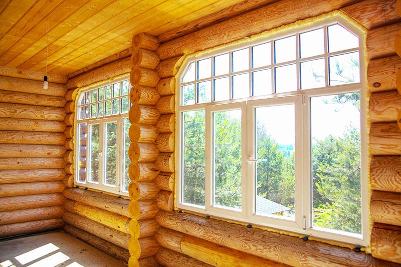 Если у вас на даче окна маленького размера, вы можете снять деревянные рамы и расширить окна с помощью бруса. Затем можно установить пластиковые стеклопакеты – и тогда в доме не будет холодно