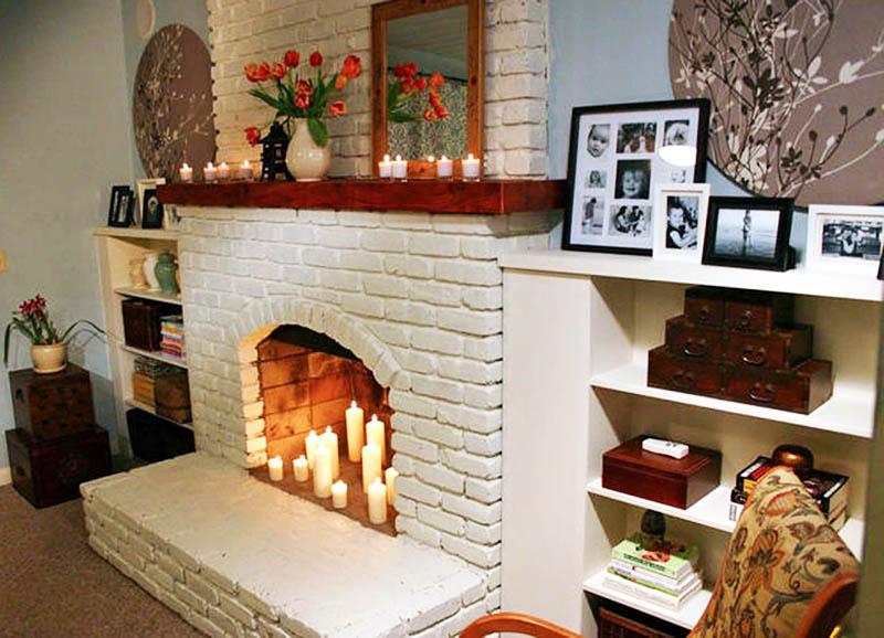 Для создания каркаса камина используйте обычный картон и накладки для имитации кирпича