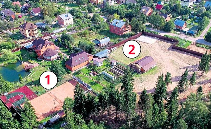 На снимке № 1 – это родительский дом, № 2 – имение Александра Овечкина