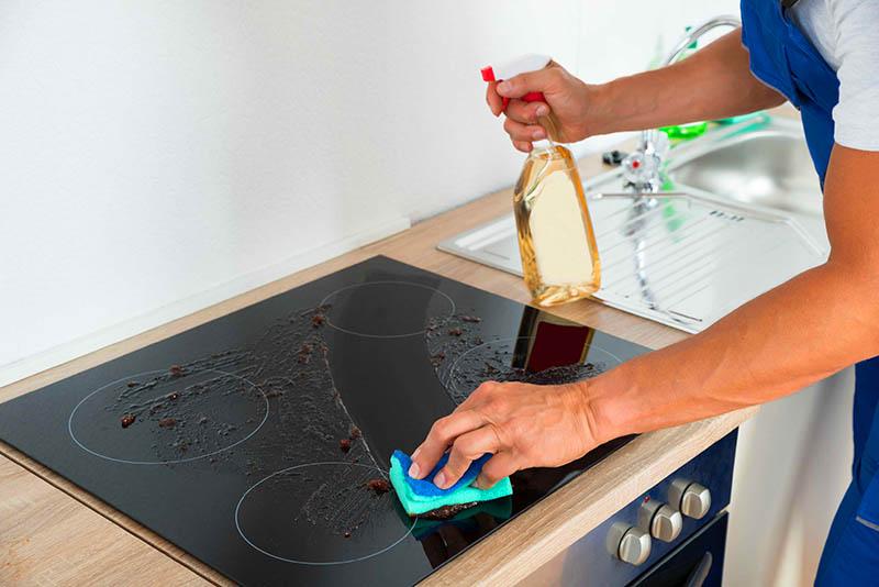 Чем очистить керамическую плиту: правила ухода