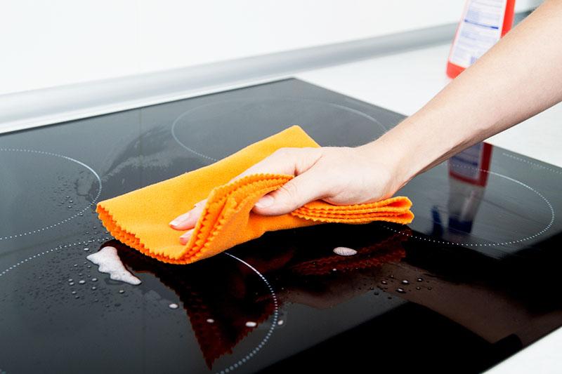 Для полировки следует использовать специальное средство