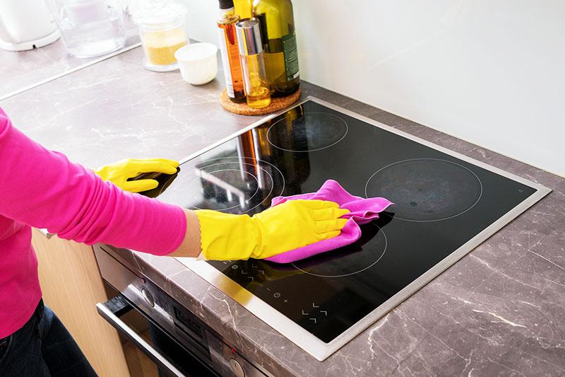 Для очистки можно использовать подручные средства