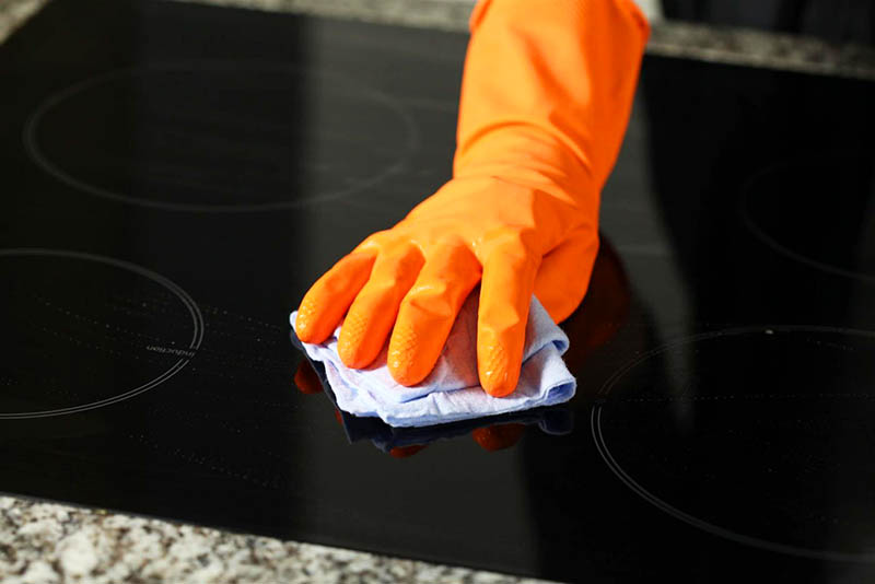 Поверхность надо протереть чистым полотенцем