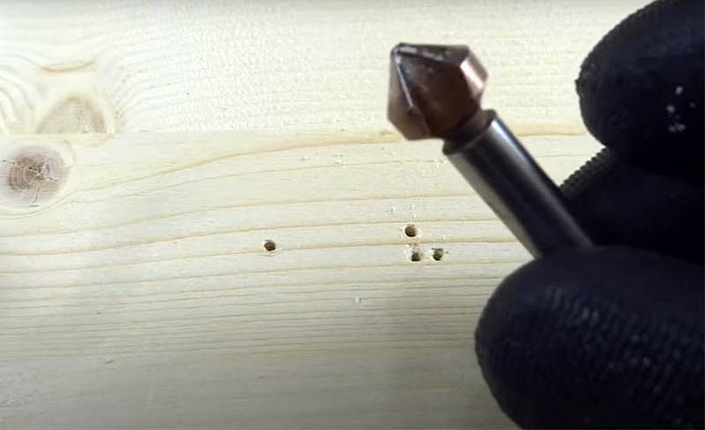 Можно также использовать для этого специальные насадки – зенковки. Они бывают разного размера и формы, подберите соответствующий под шляпку вашего крепежа