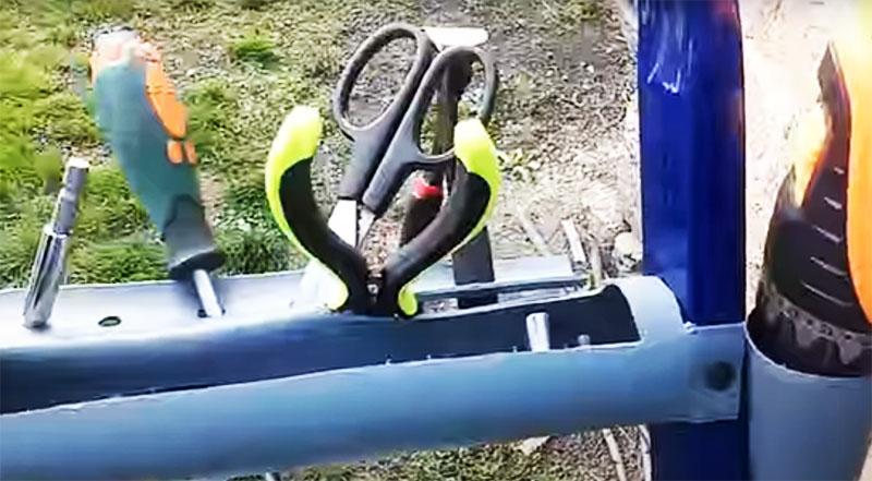 Такой простой органайзер очень поможет вам в любых ремонтных работах и освободит руки от инструментов