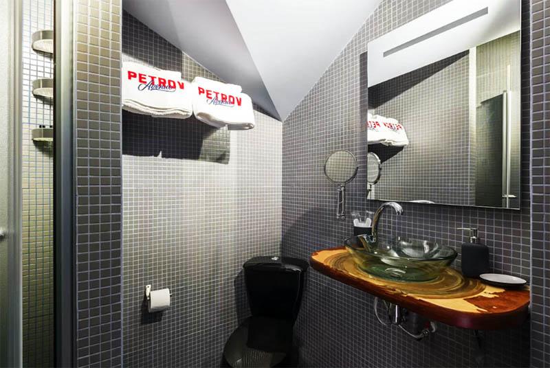 Выгода мелькания в каждом втором фильме: шикарная недвижимость Александра Петрова