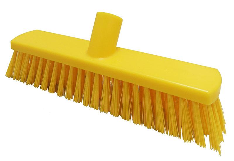 Щётка из ПВХ с жёсткой щетиной – подойдёт для чистки натуральных и синтетических ковров на больших участках