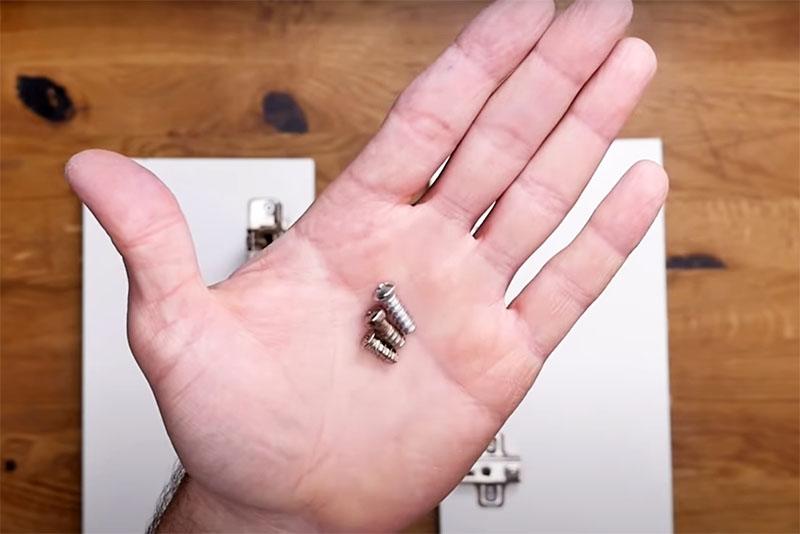 Они похожи на саморезы, имеют острую резьбу, но выполнены из более мягкого металла