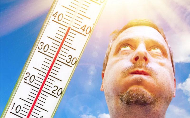 Проводить дезинфекцию бассейна лучше вечером, когда температура опустится ниже +28 °С