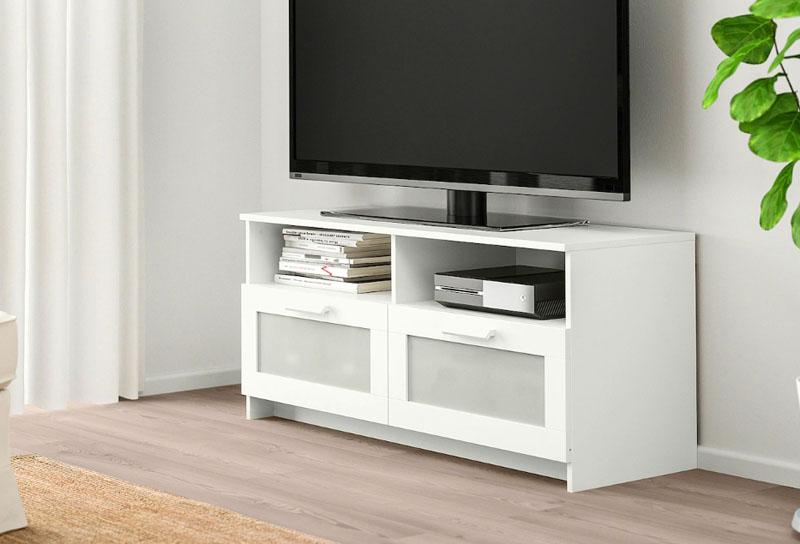 Эту мебель необходимо крепить к стене с помощью прилагаемого стенного крепежа