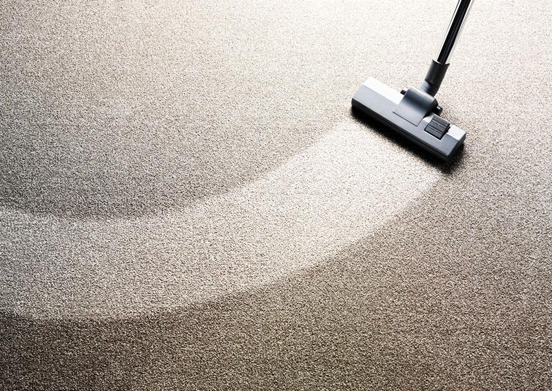 Заметив, что некогда красивый ковёр стал слишком тусклым и грязным, а простая чистка щёткой уже не помогает, используйте средства для глубокой очистки ковровых покрытий или воспользуйтесь услугами клининговой компании