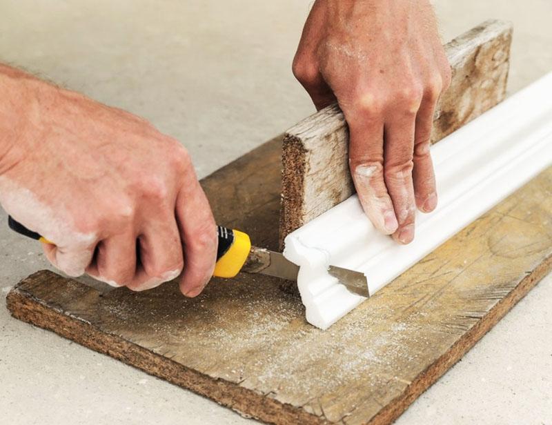Для отрезания используется разный инструмент