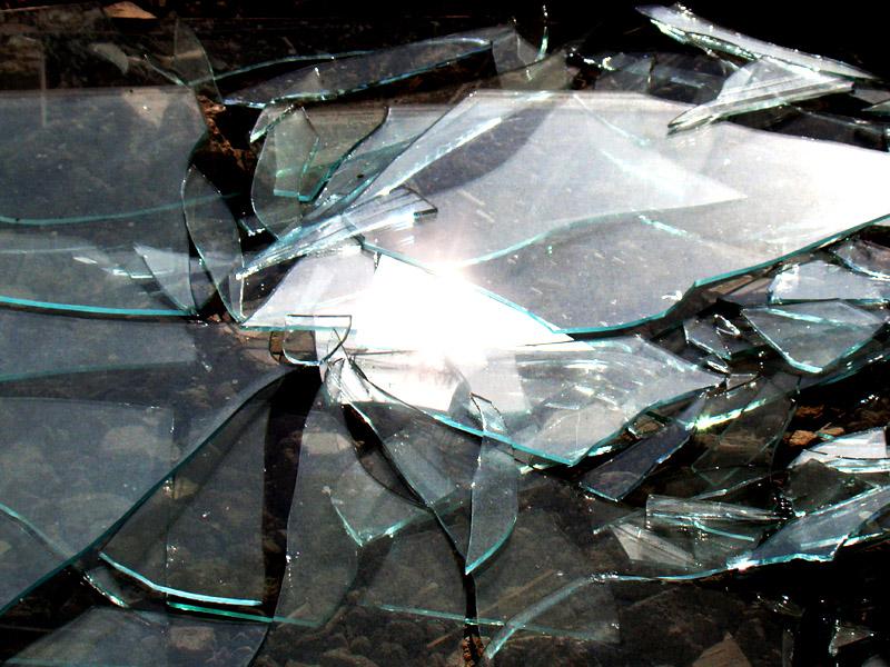 Битое стекло в растворе не даст вредителям снова прогрызть себе путь в дом
