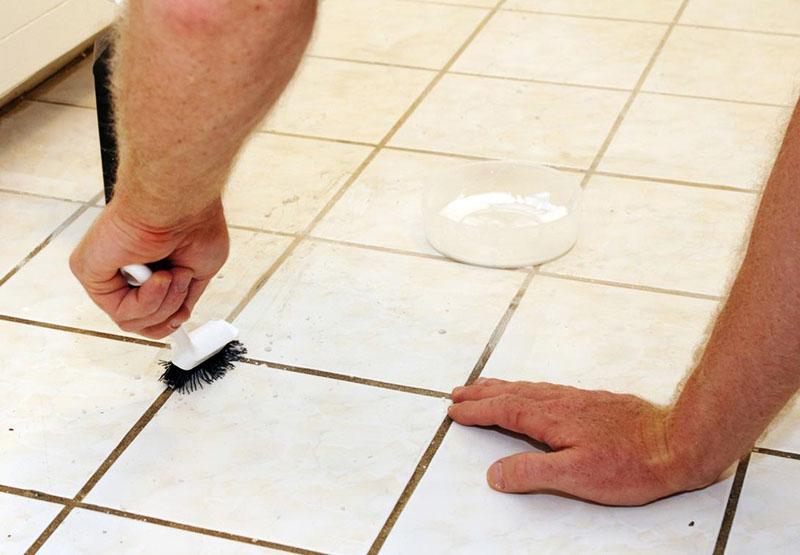 Напольную плитку чистят особо тщательно