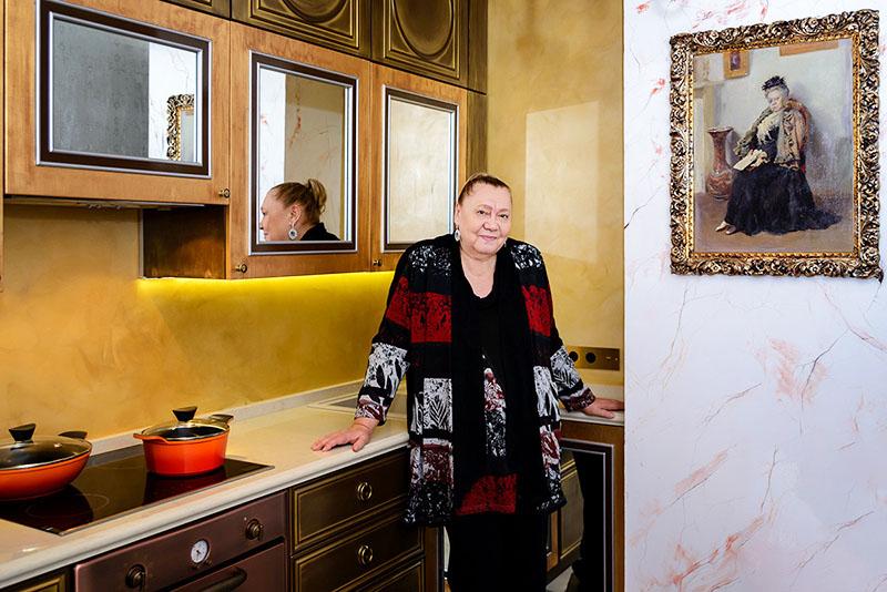 Галина Стаханова по достоинству оценила изысканный и стильный интерьер своей кухни
