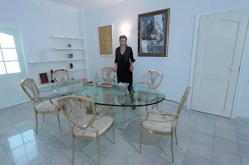Верна своим традициям: как Лена Ленина оформила три квартиры и дом под Парижем