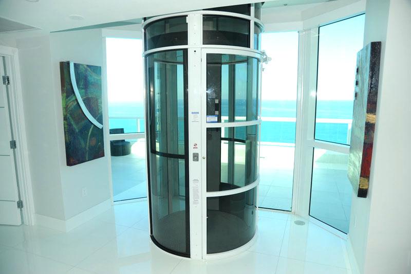 Такой лифт можно назвать самым безопасным из всех перечисленных, но он и самый дорогостоящий