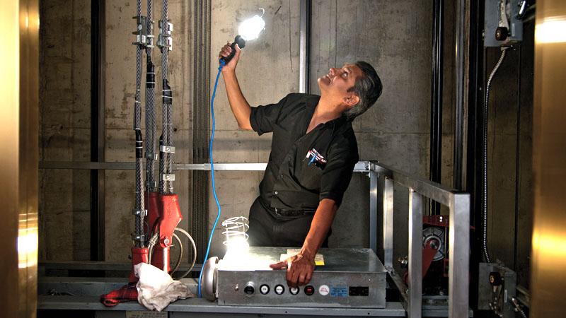Если вы решились на изготовление лифта своими руками, то помните, что все механизмы нужно регулярно проверять и обслуживать