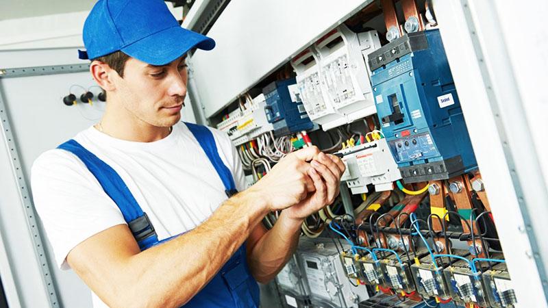 Как определить плохого электрика