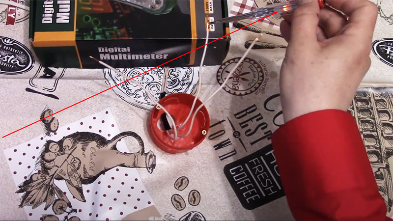 Индикаторная отвёртка поможет определить фазный провод