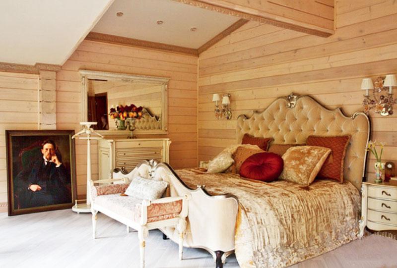 Спальню украшает большой портрет А. П. Чехова