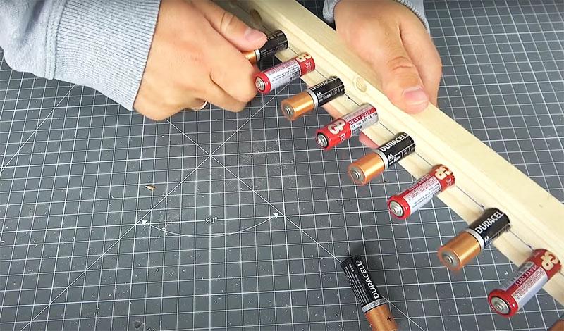 В зависимости от того, для какой культуры будет предназначен ваш инструмент, нужно выдержать расстояние между батарейками. Оно должно соответствовать плотности посадки