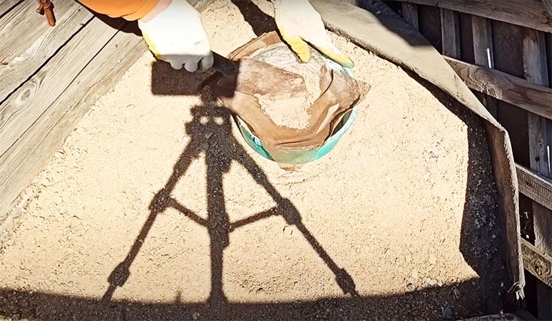 Перед работой песок нужно очень тщательно просеять через мелкое сито, это тоже важное условие для успешной работы аппарата. В продаже есть уже готовый просеянный песок, если у вас нет на это времени