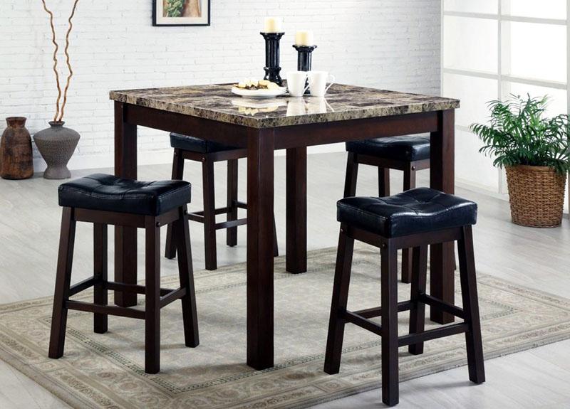 Высота у всех столов практически одинакова независимо от формы и габаритов конструкции