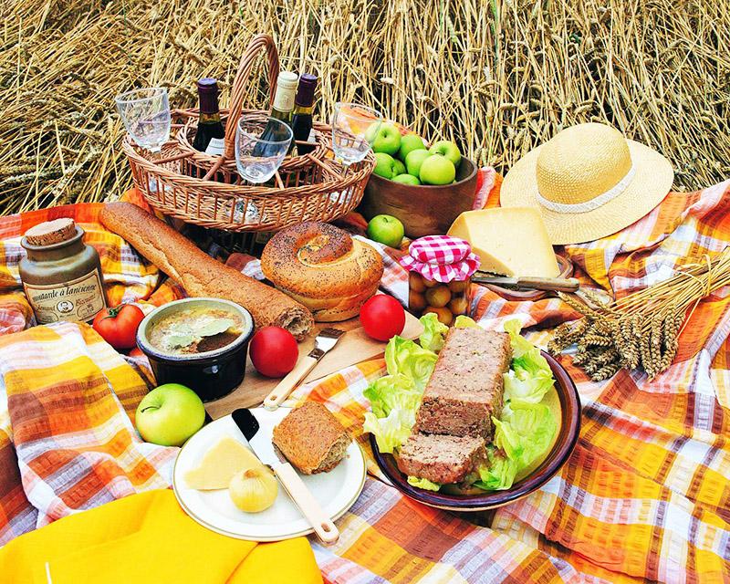 Отличная идея – устроить праздник как пикник и провести время с друзьями на природе