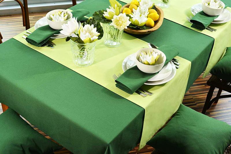 Длина скатерти на столе должна быть такой, чтобы её края спускались со столешницы со всех сторон примерно на 20 сантиметров