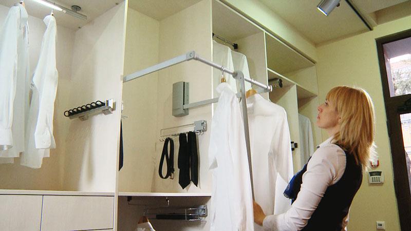 Пантограф — удобное приспособление для хранения одежды